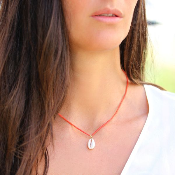 Collier corail et coquillage