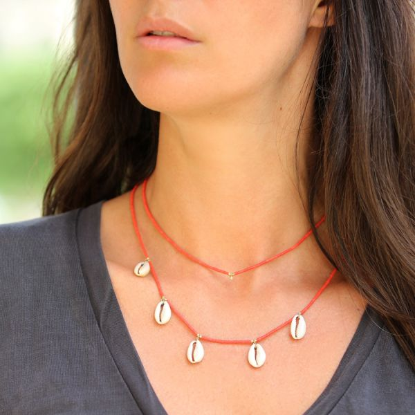 Collier corail et coquillages